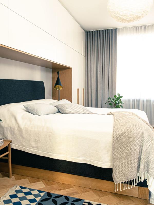 Makuuhuoneen monenlaiset materiaalit muodostavat rauhoittavan harmonian.